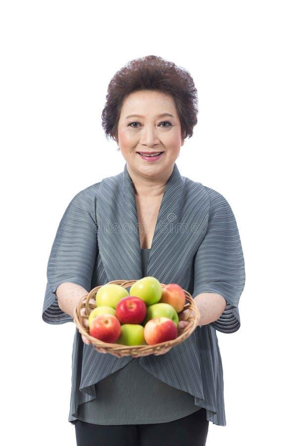 Donna senior asiatica isolata su bianco immagine stock libera da diritti
