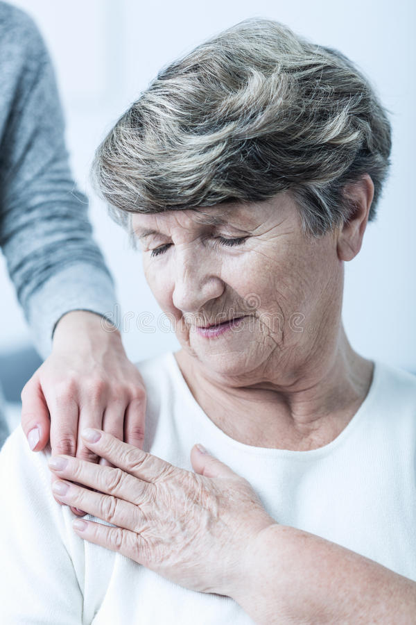Donna senior con alzheimer immagini stock