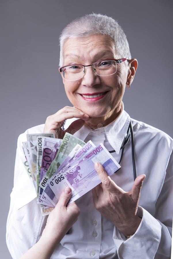 Donna senior ricca di affari fotografia stock
