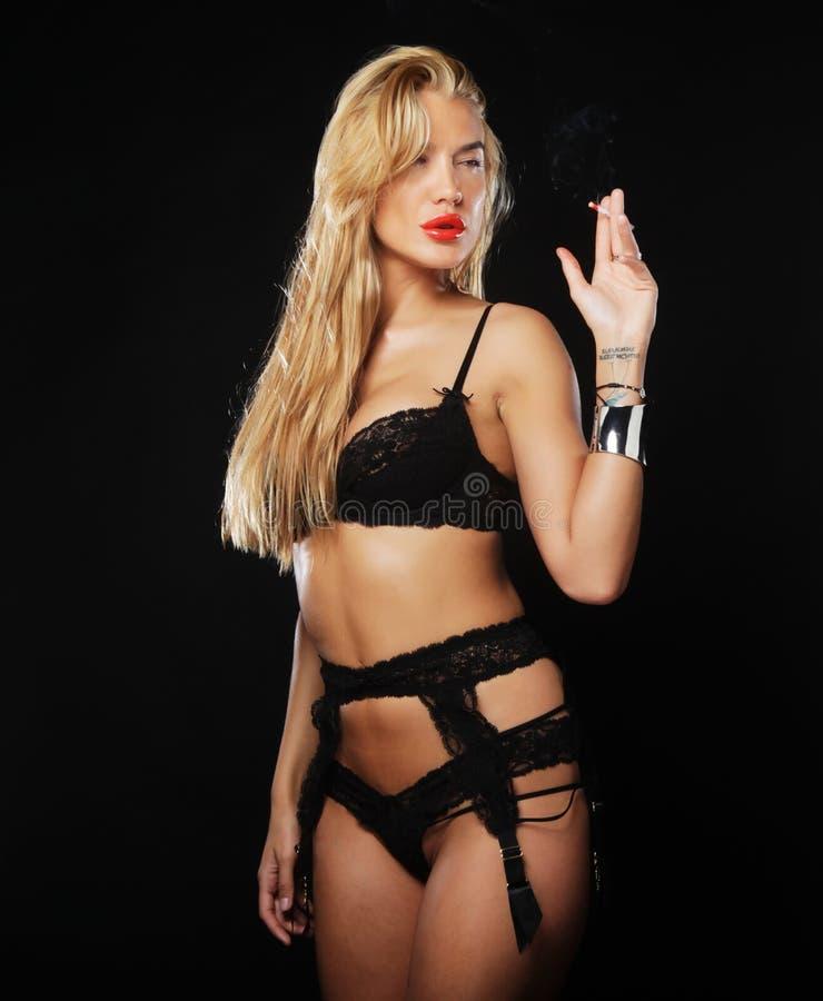 Download Donna Sensuale In Biancheria Nera Immagine Stock - Immagine di lifestyle, nero: 55358215