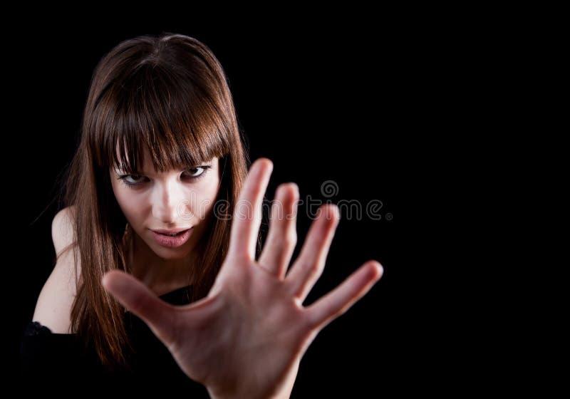 Donna sensuale che allunga la sua mano alla macchina fotografica fotografie stock libere da diritti