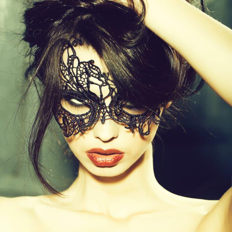 Donna sensuale nella maschera immagini stock libere da diritti