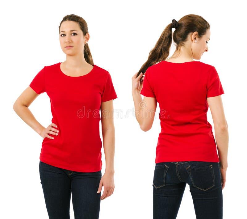 Donna seria che porta camicia rossa in bianco immagine stock libera da diritti