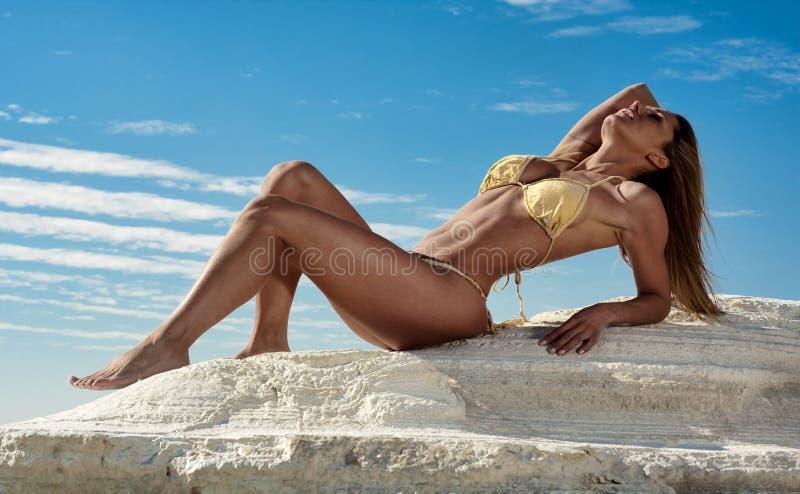 Donna sexy in bikini fotografie stock