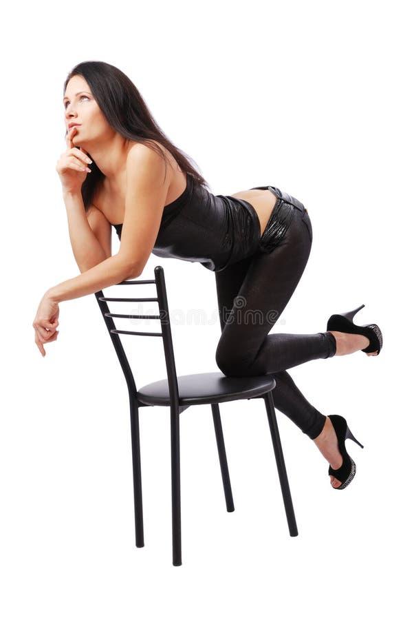 Donna sexy che pensa sulla presidenza fotografie stock libere da diritti