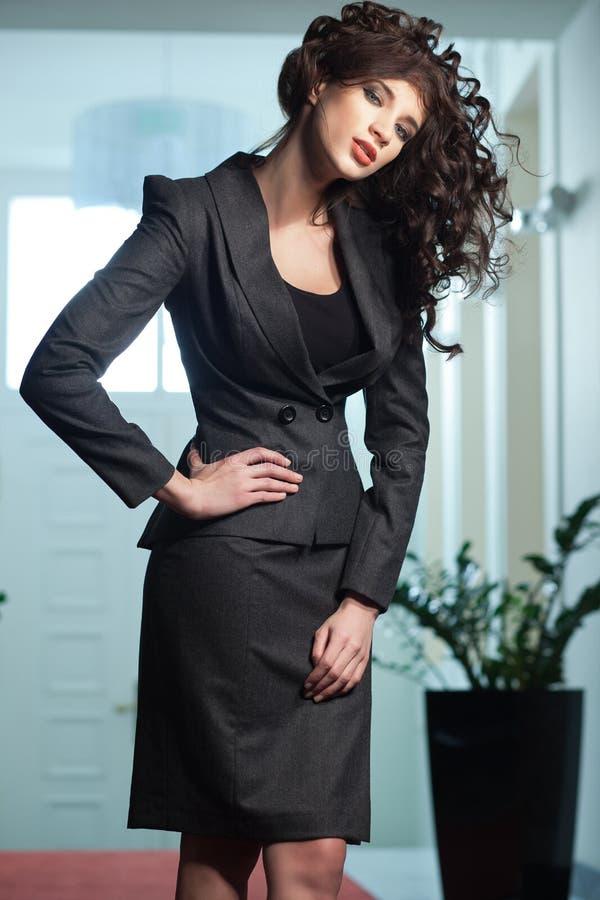 Donna sexy che porta vestito elegante immagini stock libere da diritti