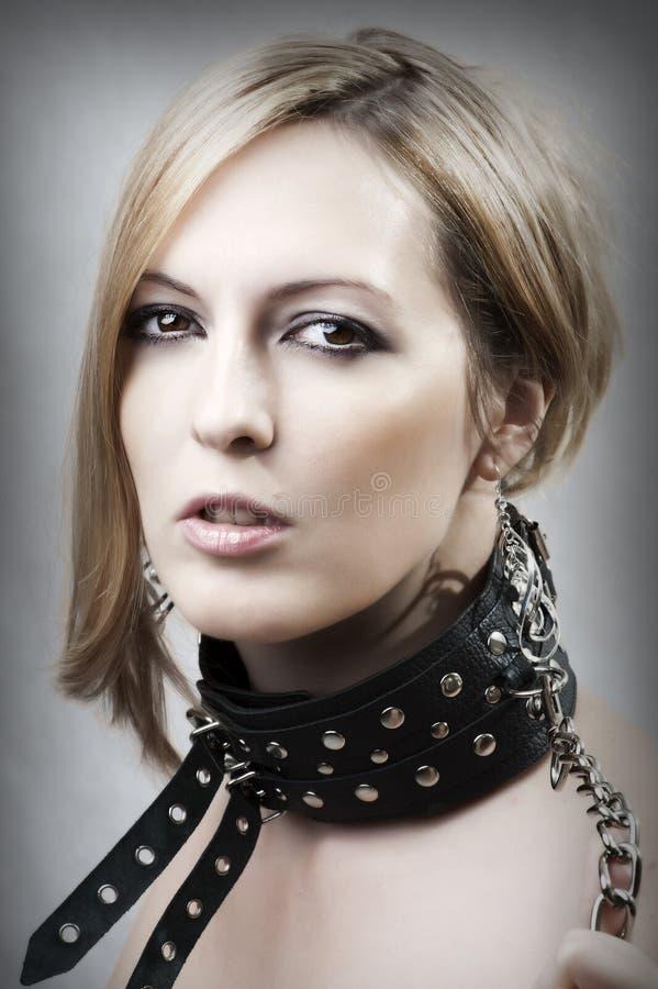 Donna sexy con il collare fotografie stock libere da diritti