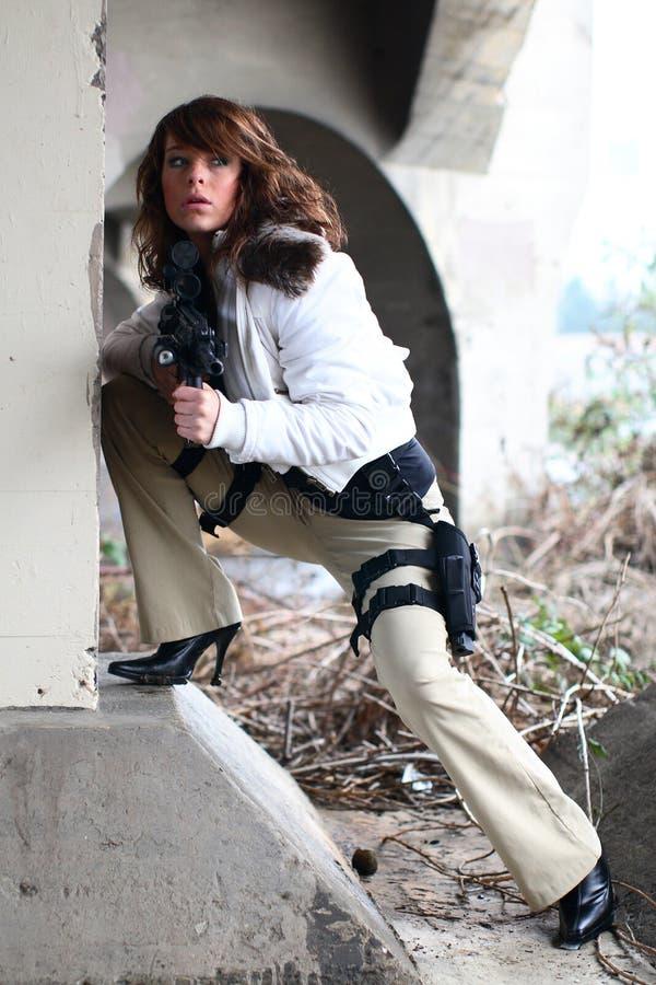 Donna sexy con il fucile immagini stock libere da diritti