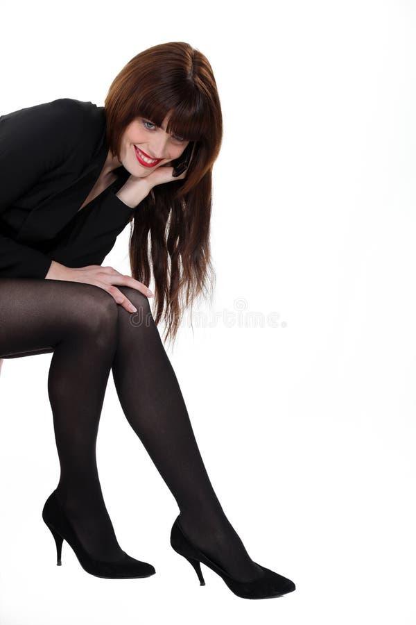 Donna sexy con le gambe ben fatto fotografia stock libera da diritti