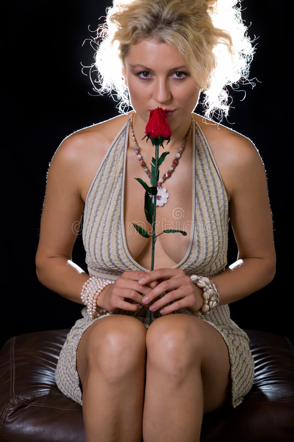 Donna sexy con una rosa immagine stock