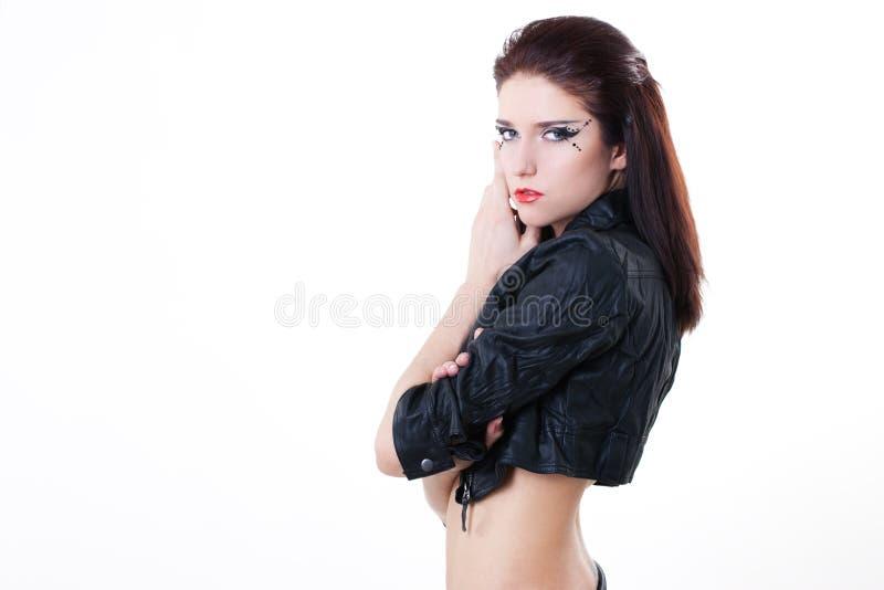 Donna sexy del brunette in rivestimento di cuoio fotografie stock