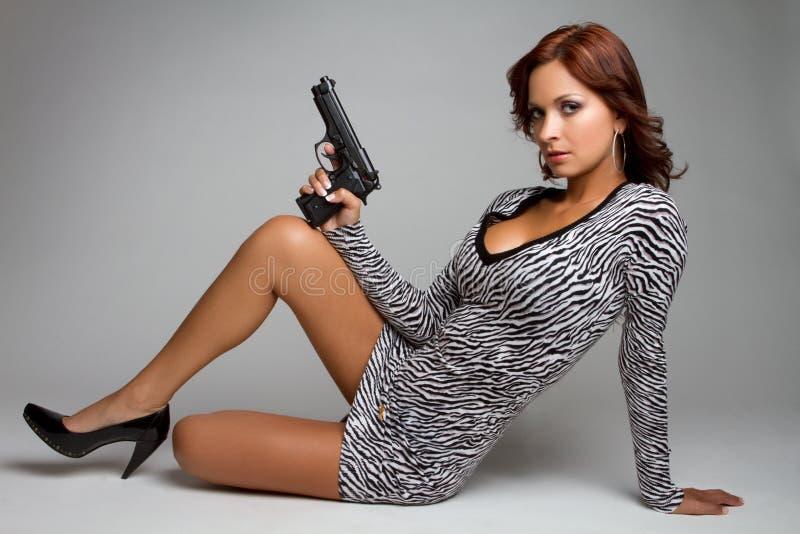 Donna sexy della pistola fotografie stock