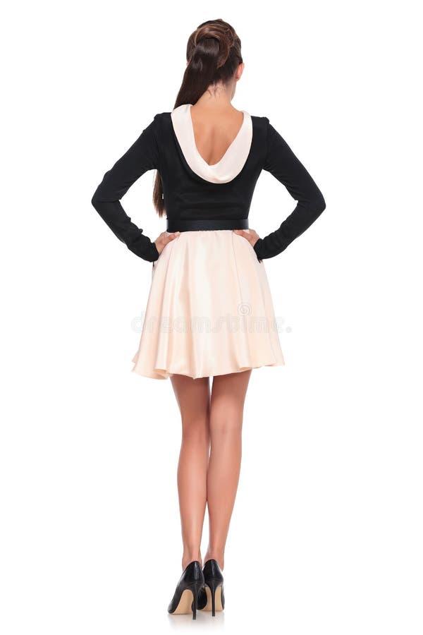 Donna sexy posteriore dell'immagine o di vista in vestito da modo fotografia stock libera da diritti
