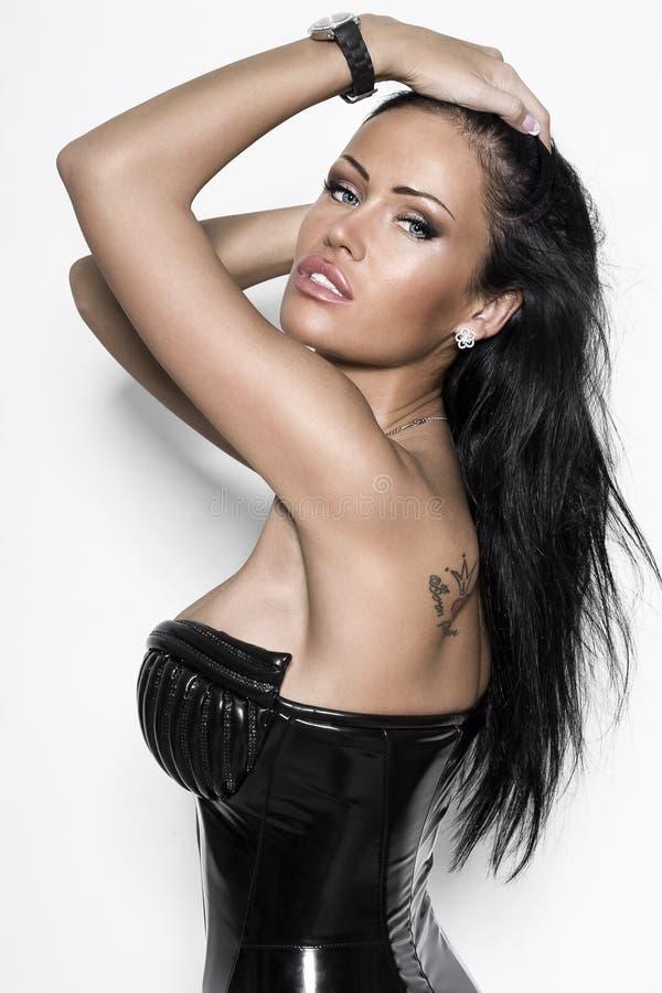 Donna sexy in vestito nero fotografia stock libera da diritti