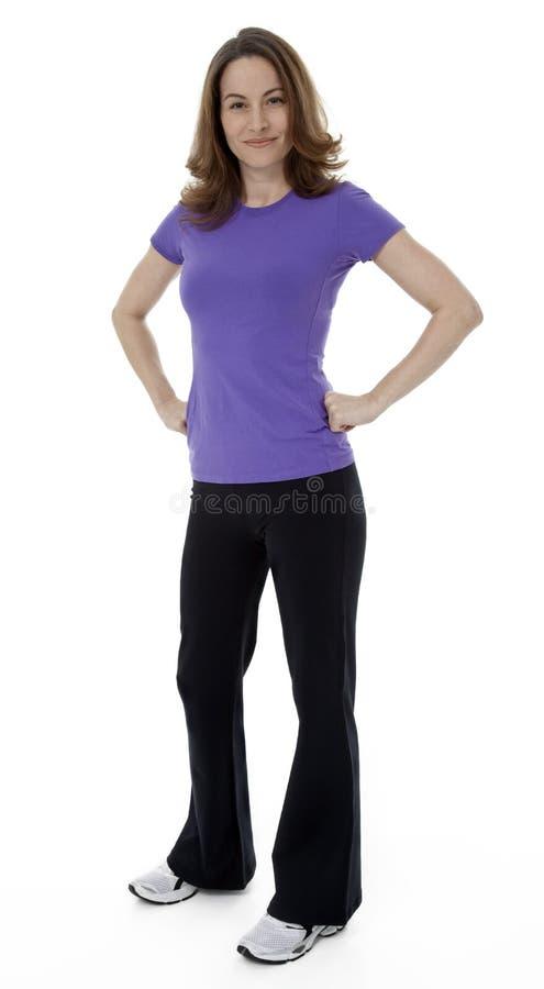 Donna sicura che sta sul bianco fotografia stock libera da diritti