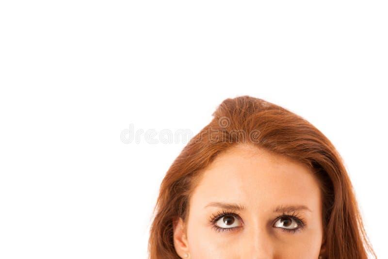 Donna sicura di affari stranamente che esamina isola dello spazio della copia immagine stock libera da diritti