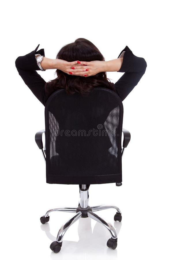 Donna soddisfatta di affari con le mani attraversate immagini stock