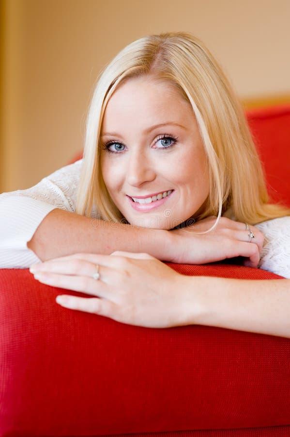 Download Donna sorridente fotografia stock. Immagine di femmina - 7311752