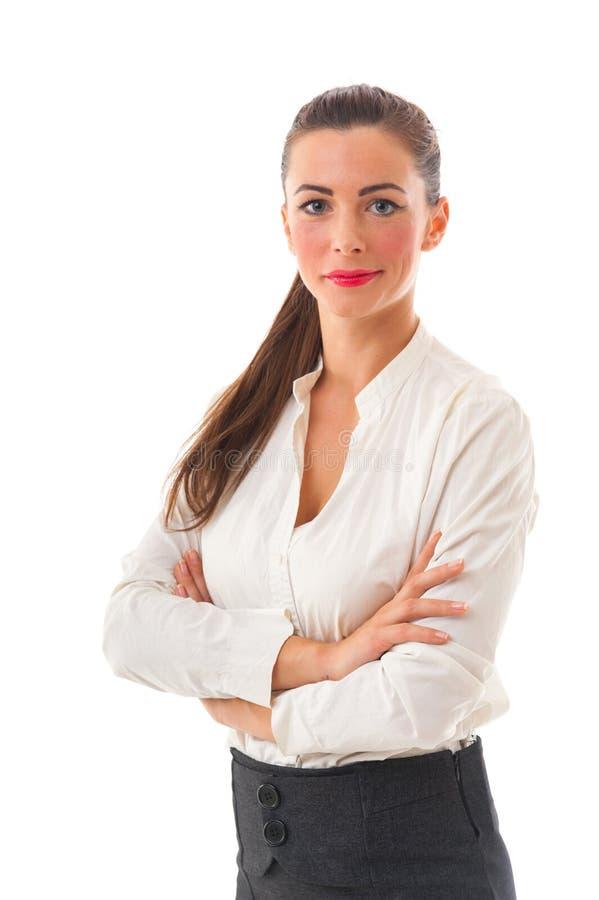 Donna sorridente attraente di affari con le armi attraversate sul BAC bianco immagine stock libera da diritti