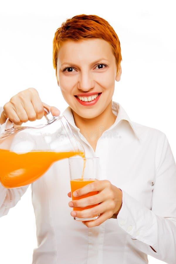 Donna sorridente con il succo di arancia fotografia stock libera da diritti