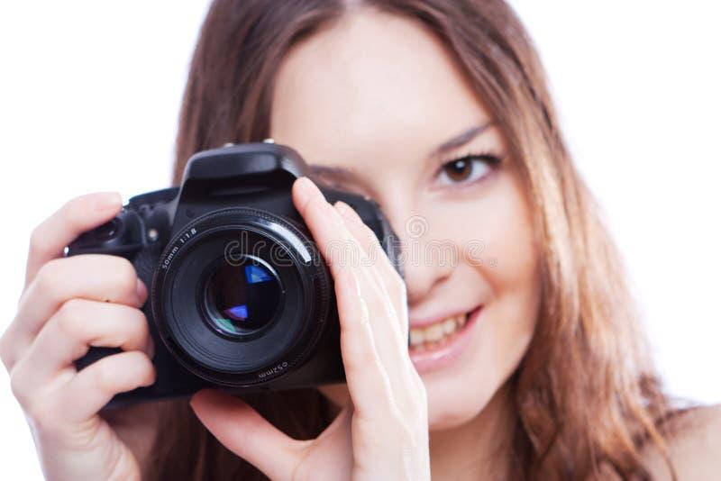 Donna sorridente con la macchina fotografica professionale immagine stock