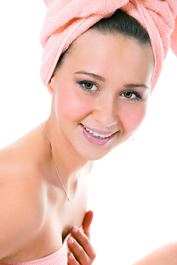 Donna sorridente di bellezza giovane in tovagliolo fotografie stock libere da diritti