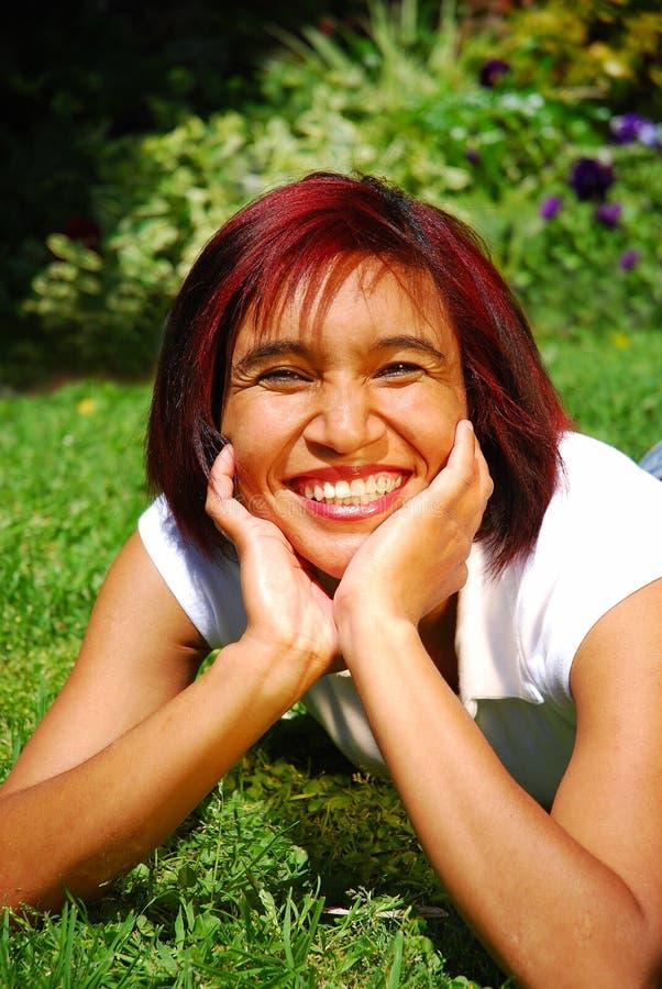 Donna sorridente felice fotografia stock