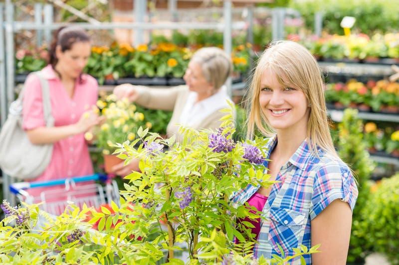 Negozio di fiore della serra al centro di giardino for Piante acquisto