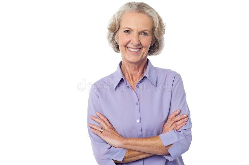 Donna sorridente senior casuale immagine stock libera da diritti