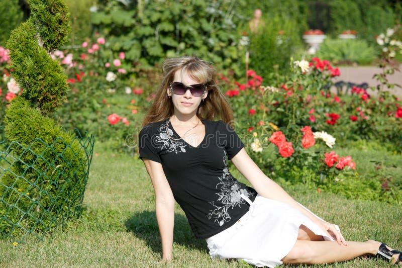 Donna in sosta Sokolniki immagini stock