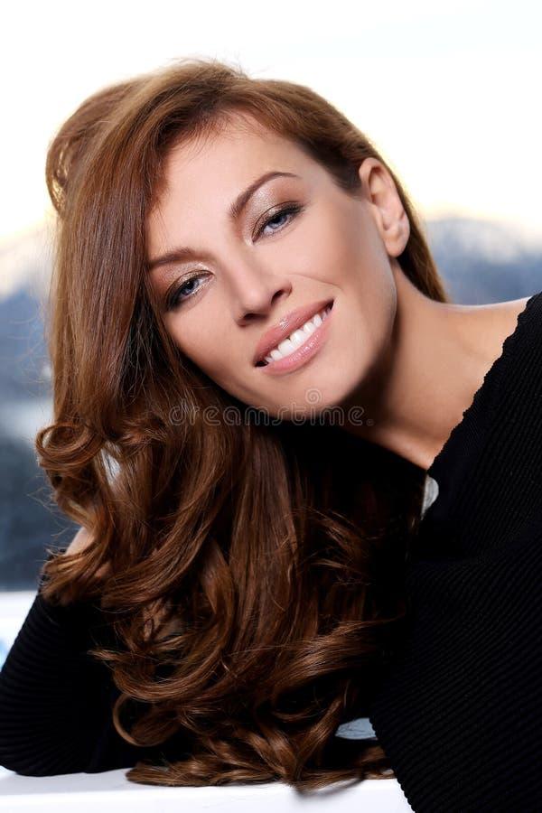 Donna splendida con il bello fronte fotografia stock libera da diritti