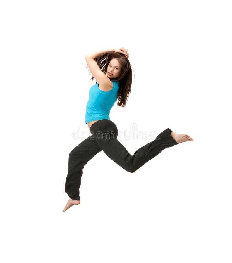Donna sportiva che salta in abiti sportivi immagini stock libere da diritti