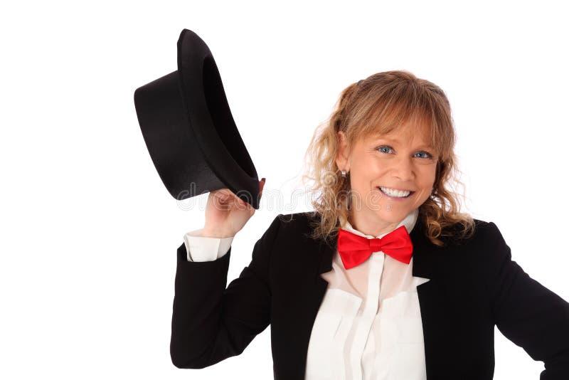 Donna stupefacente in rivestimento nero, in cravatta a farfalla ed in un cilindro fotografie stock