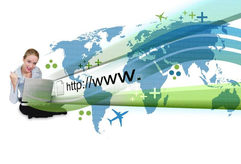 Donna sul computer portatile con la proiezione del Internet fotografie stock libere da diritti