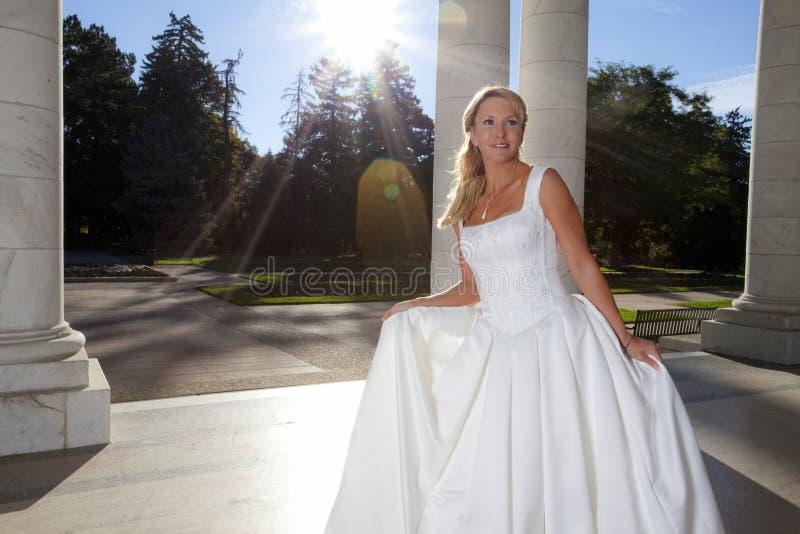 Donna sul suo giorno delle nozze fotografia stock libera da diritti
