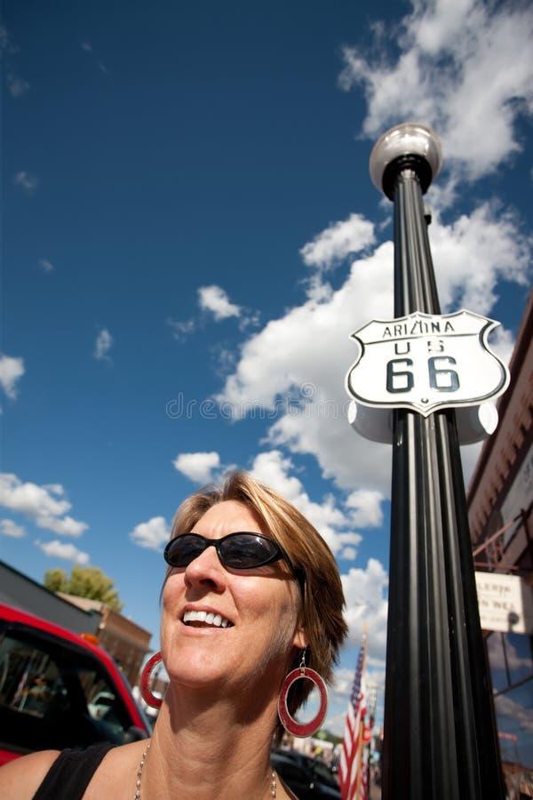 Donna sull'itinerario 66 fotografia stock