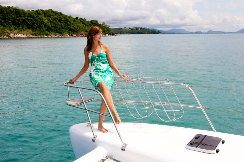 Donna sulla barca. fotografie stock