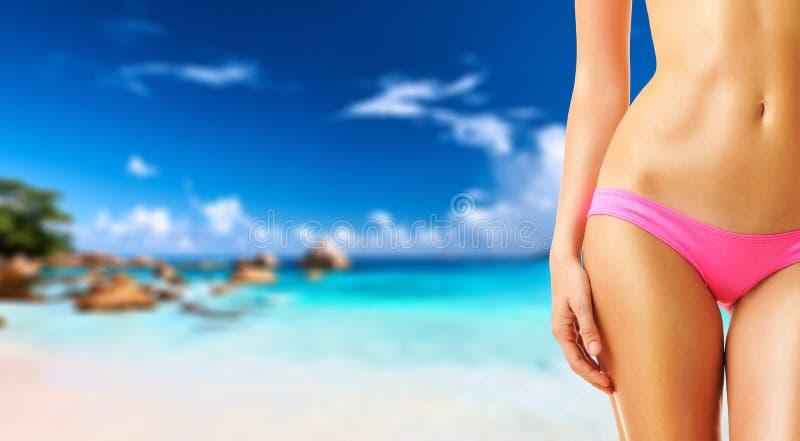 Download Donna Sulla Bella Spiaggia Alle Seychelles Immagine Stock - Immagine di nave, ricorso: 55350637