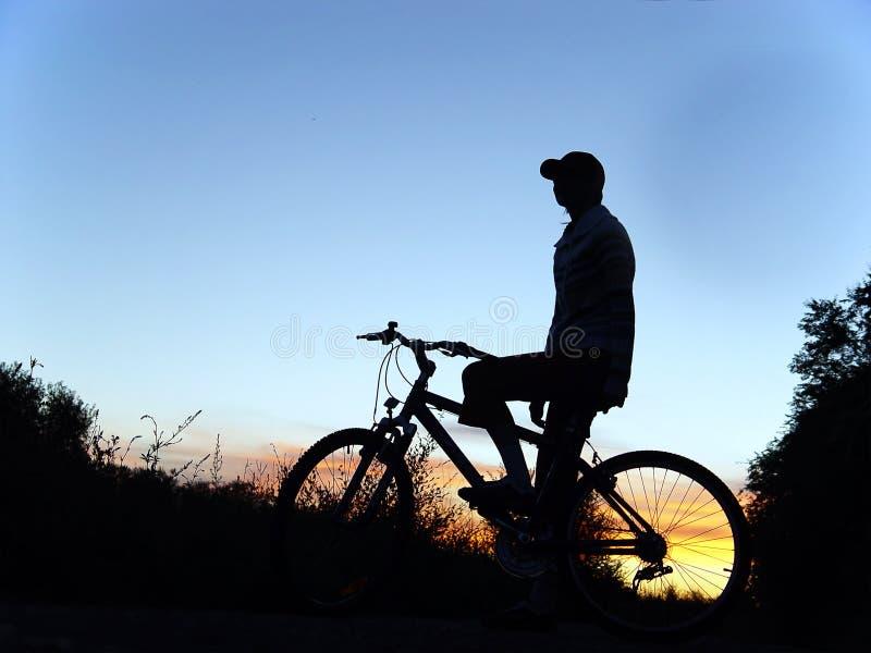 Donna sulla bici fotografia stock libera da diritti