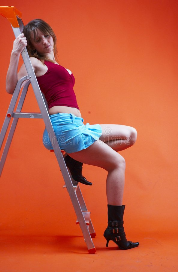 Donna sulla scaletta 2 immagine stock