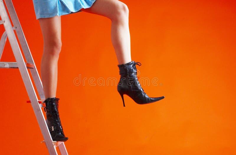 Donna sulla scaletta 5 immagine stock libera da diritti