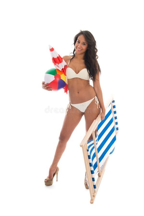 Donna sulla vacanza alla spiaggia fotografie stock