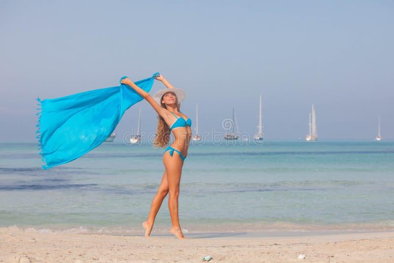 Donna sulla vacanza, concetto di libertà fotografie stock libere da diritti