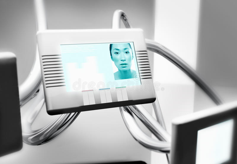 Donna sullo schermo di video comunicazione fotografia stock