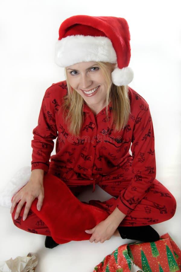 Donna sveglia in cappello della Santa sulla mattina di natale fotografia stock
