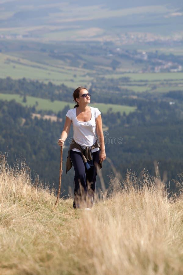 Donna Trekking fotografia stock libera da diritti