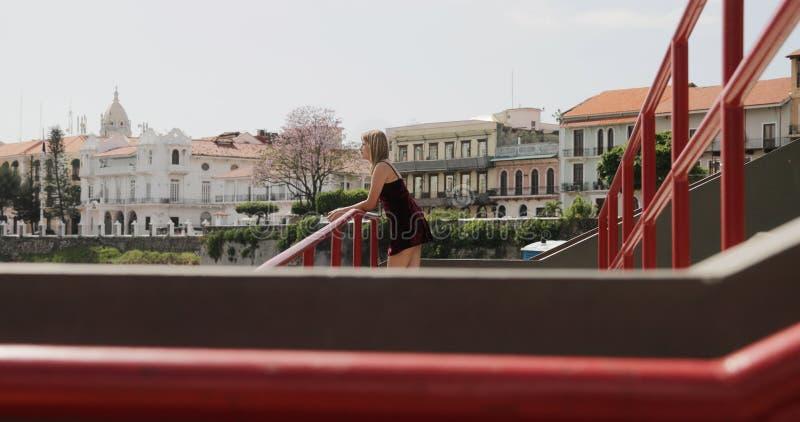 Donna turistica che visita Panamá che Vacationing in Casco Antiguo fotografie stock libere da diritti