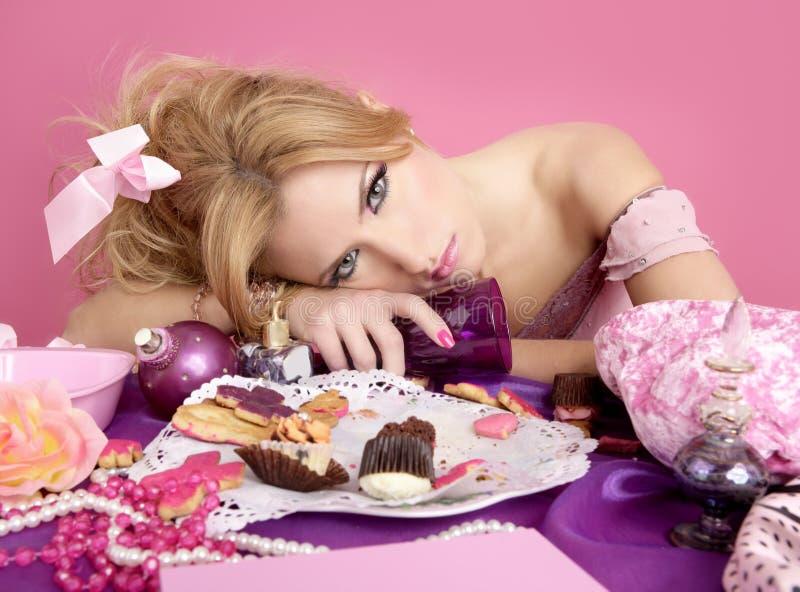 Donna ubriaca di modo di colore rosa del barbie della principessa del partito fotografie stock
