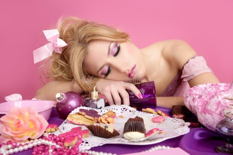 Donna ubriaca di modo di colore rosa del barbie della principessa del partito immagini stock libere da diritti