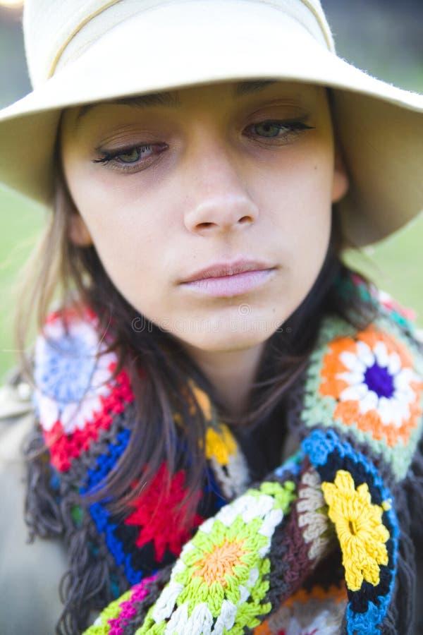 Donna in un cappello immagine stock libera da diritti